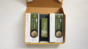 えごま油+えごま蕎麦ギフト250g箱(イメージ)1